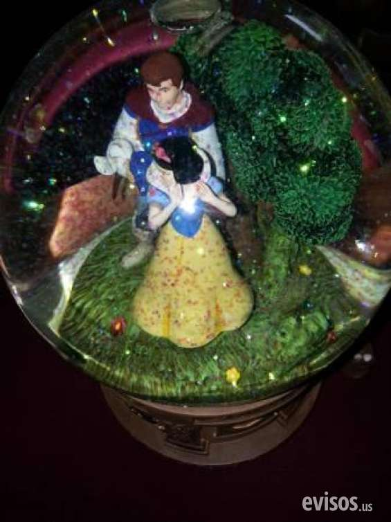 Pictures of Guaranteed walt disney's snow white  the seven dwarfs snow globe retails $2 4
